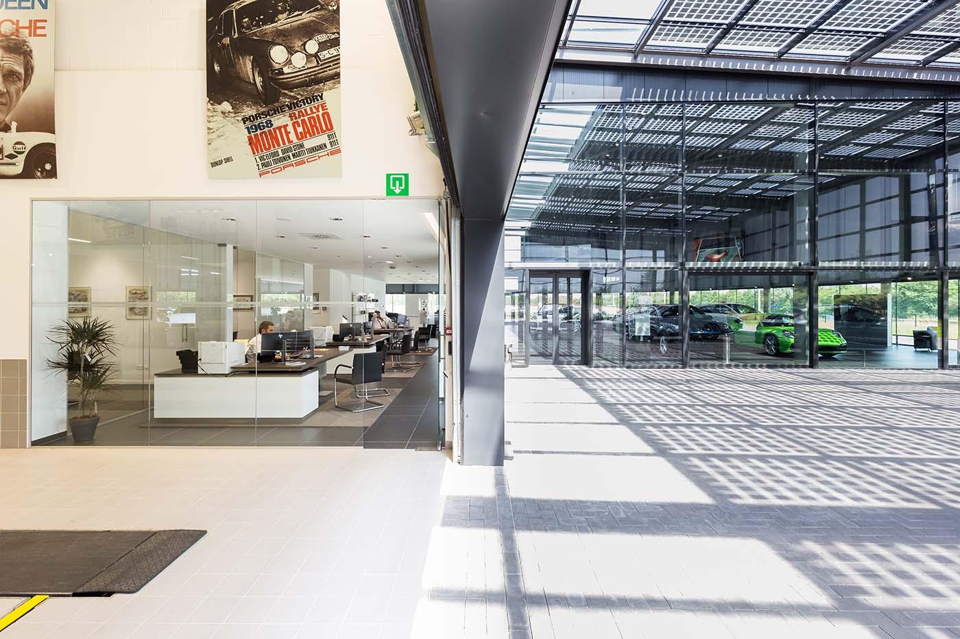 Porsche showroom zonnepanelen D+A